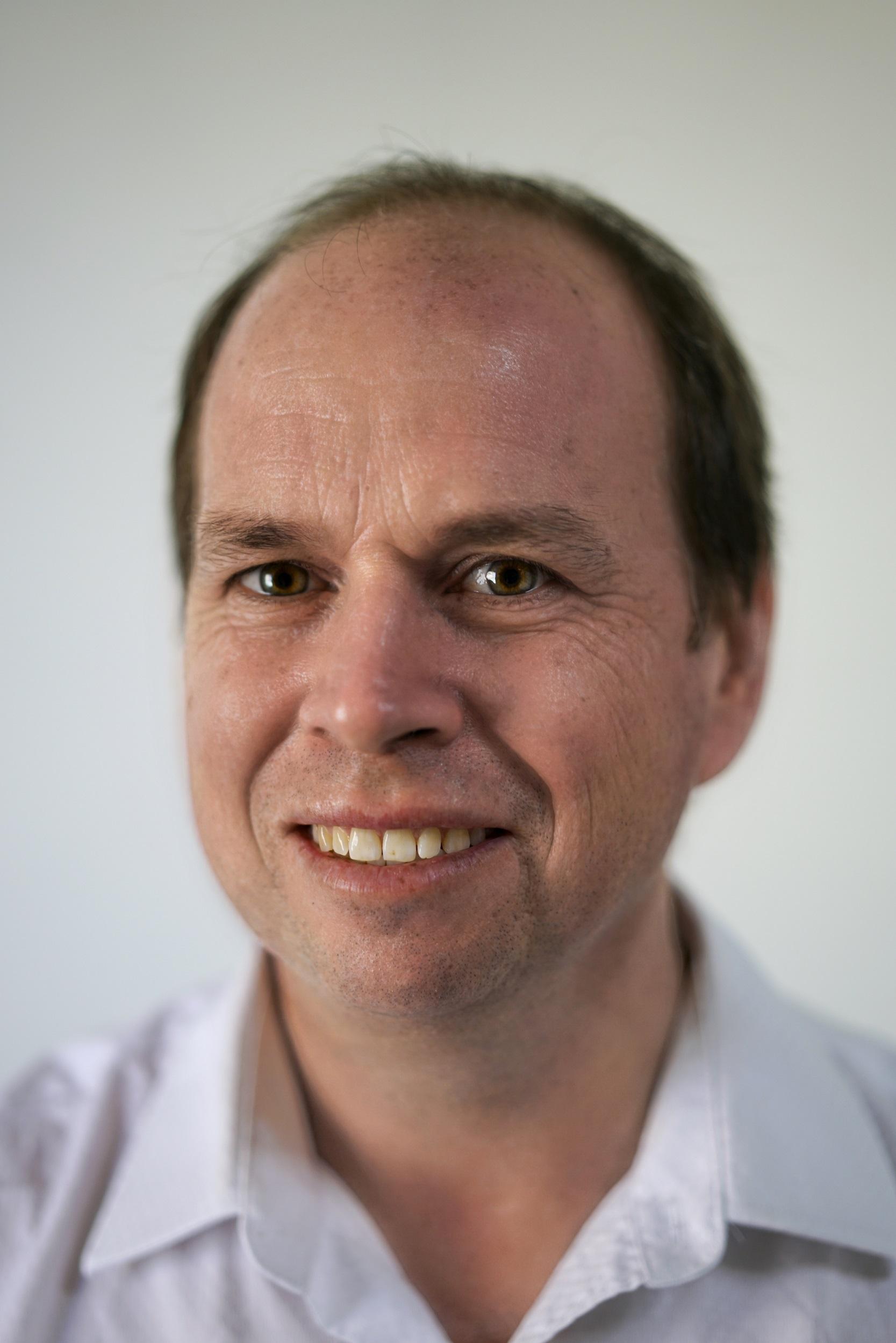 Dr Damian Szepessy